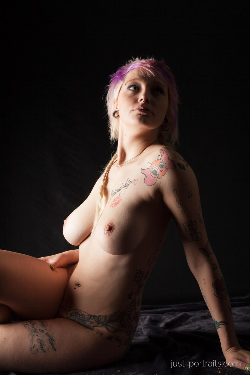 https://www.just-portraits.com/images/galleries/charly-nude-sweets-pt-2/131012_0443p.jpg