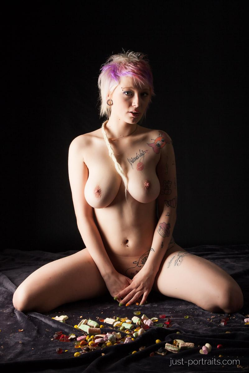 https://www.just-portraits.com/images/galleries/charly-nude-sweets-pt-2/131012_0445p.jpg