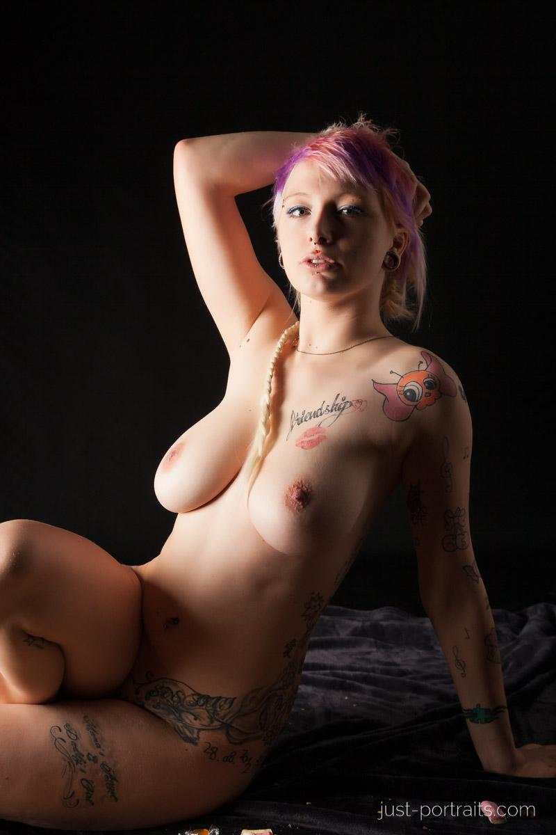 https://www.just-portraits.com/images/galleries/charly-nude-sweets-pt-2/131012_0483p.jpg