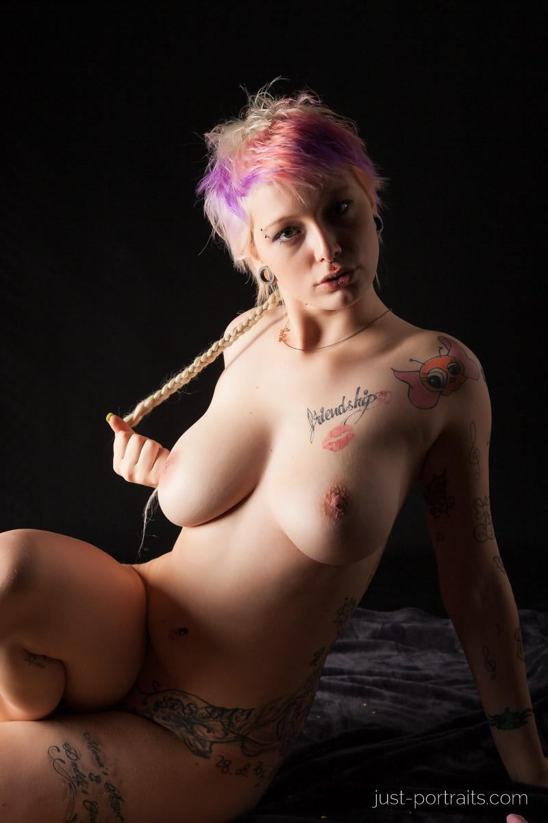 https://www.just-portraits.com/images/galleries/charly-nude-sweets-pt-2/131012_0485p.jpg