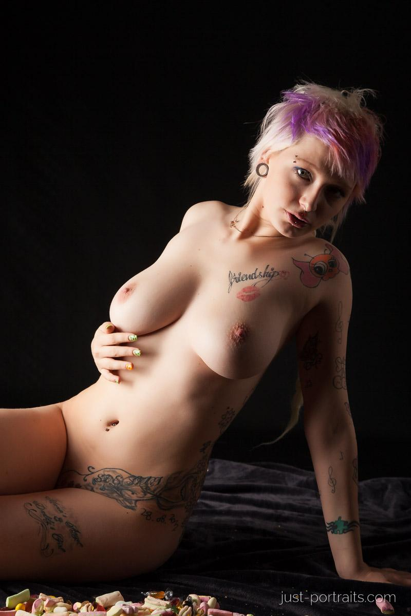 https://www.just-portraits.com/images/galleries/charly-nude-sweets-pt-2/131012_0498p.jpg