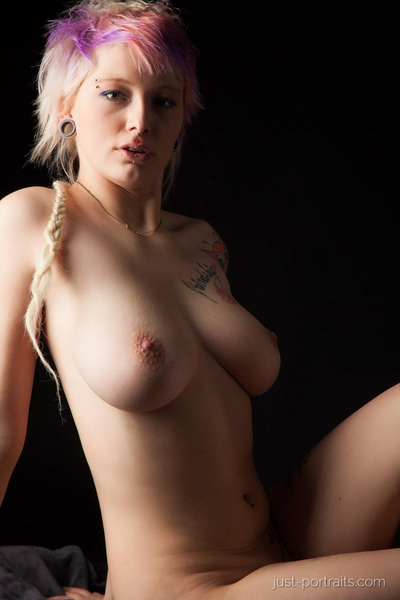 https://www.just-portraits.com/images/galleries/charly-nude-sweets-pt-2/131012_0551p.jpg