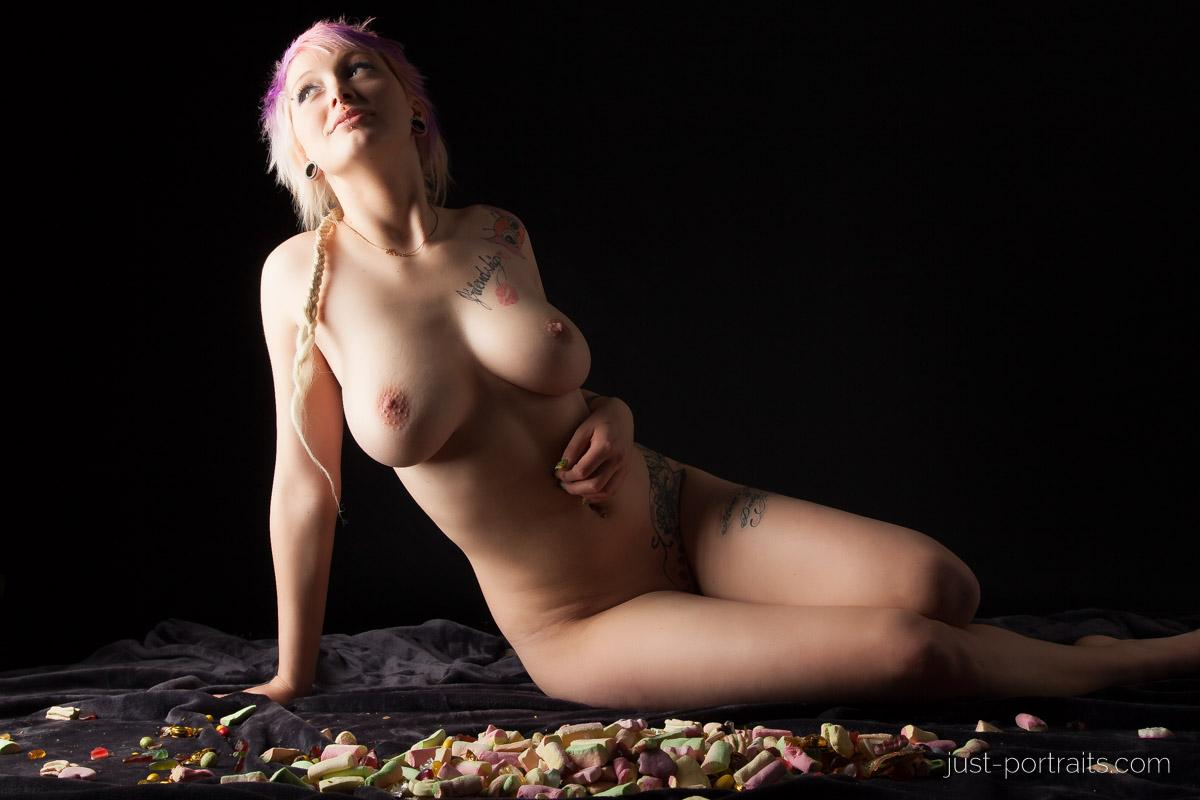 https://www.just-portraits.com/images/galleries/charly-nude-sweets-pt-2/131012_0561p.jpg