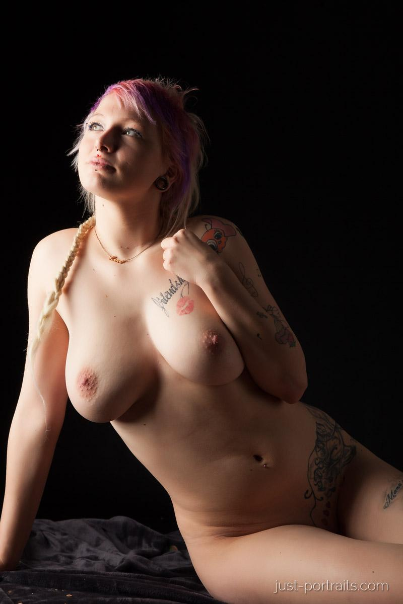 https://www.just-portraits.com/images/galleries/charly-nude-sweets-pt-2/131012_0568p.jpg