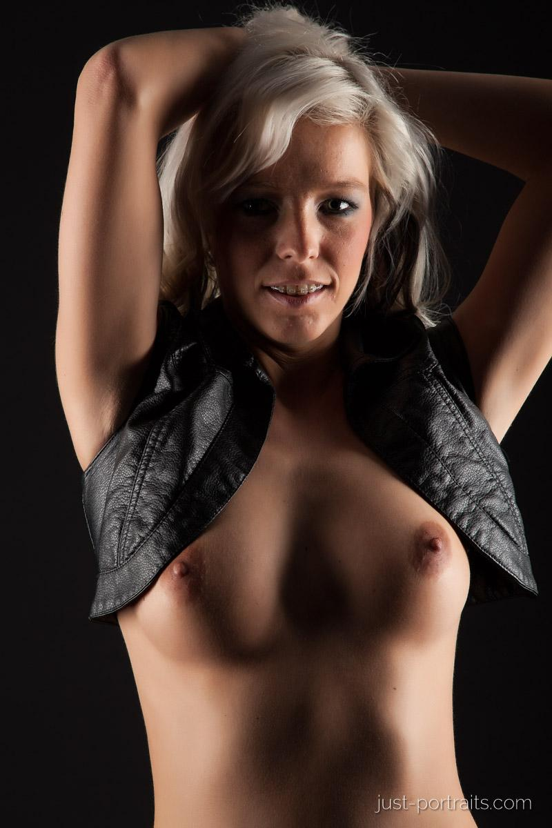 https://www.just-portraits.com/images/galleries/christiane-sc-shooting-nude/120311_0753p.jpg
