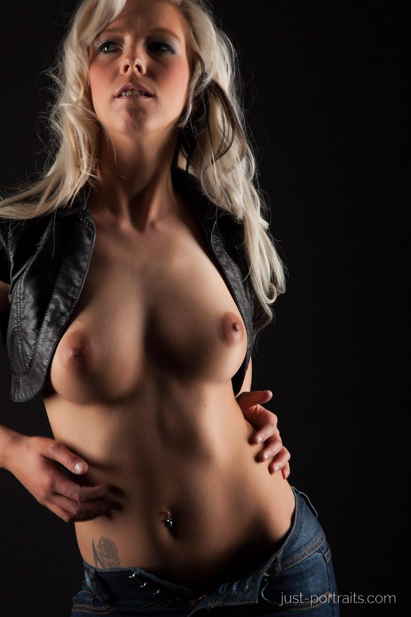 https://www.just-portraits.com/images/galleries/christiane-sc-shooting-nude/120311_0768p.jpg