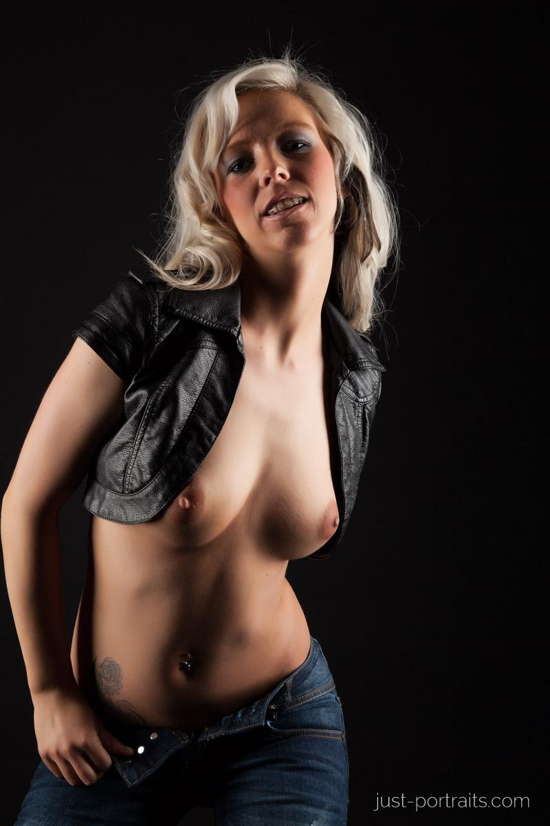 https://www.just-portraits.com/images/galleries/christiane-sc-shooting-nude/120311_0778p.jpg