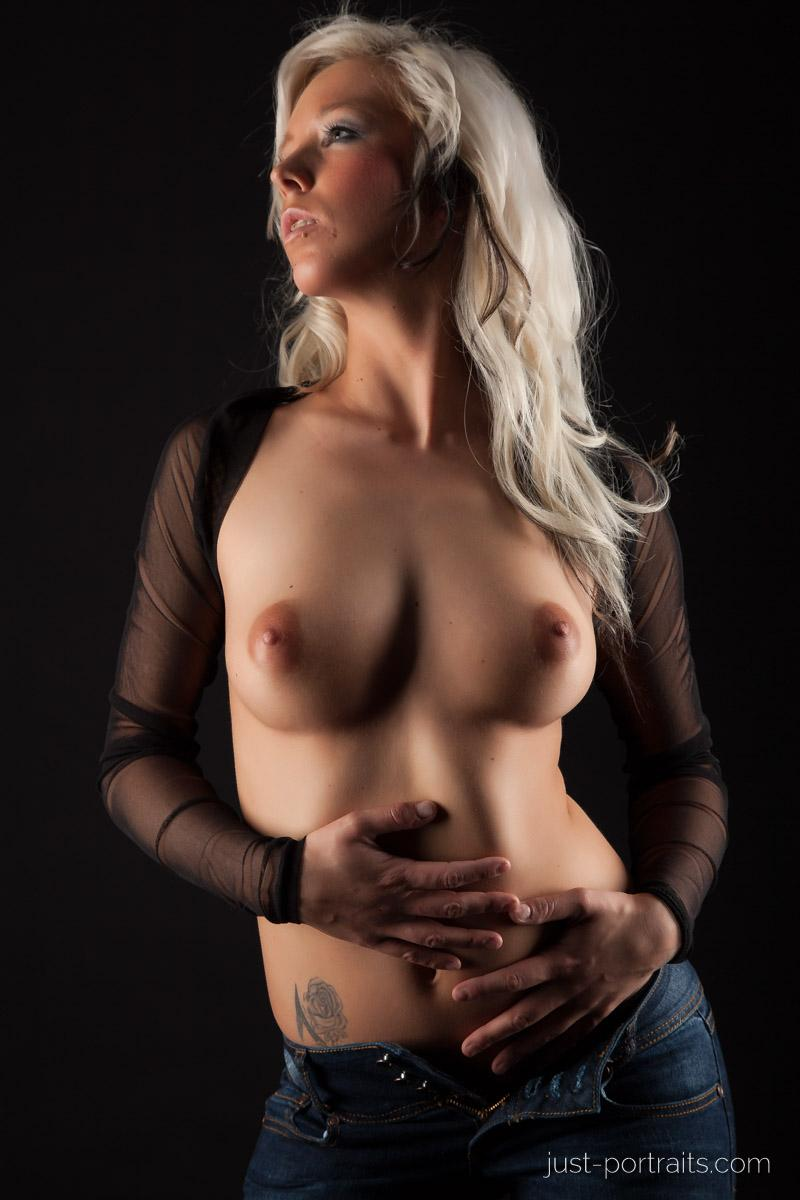 https://www.just-portraits.com/images/galleries/christiane-sc-shooting-nude/120311_0804p.jpg