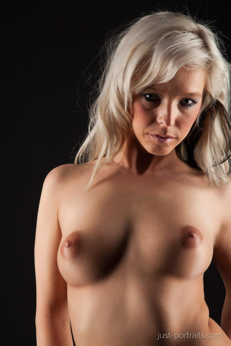 https://www.just-portraits.com/images/galleries/christiane-sc-shooting-nude/120311_0822p.jpg