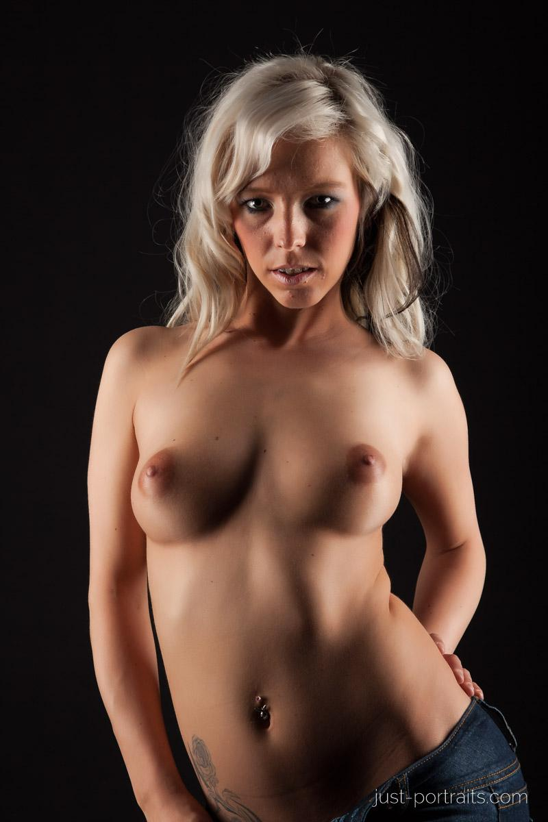 https://www.just-portraits.com/images/galleries/christiane-sc-shooting-nude/120311_0823p.jpg