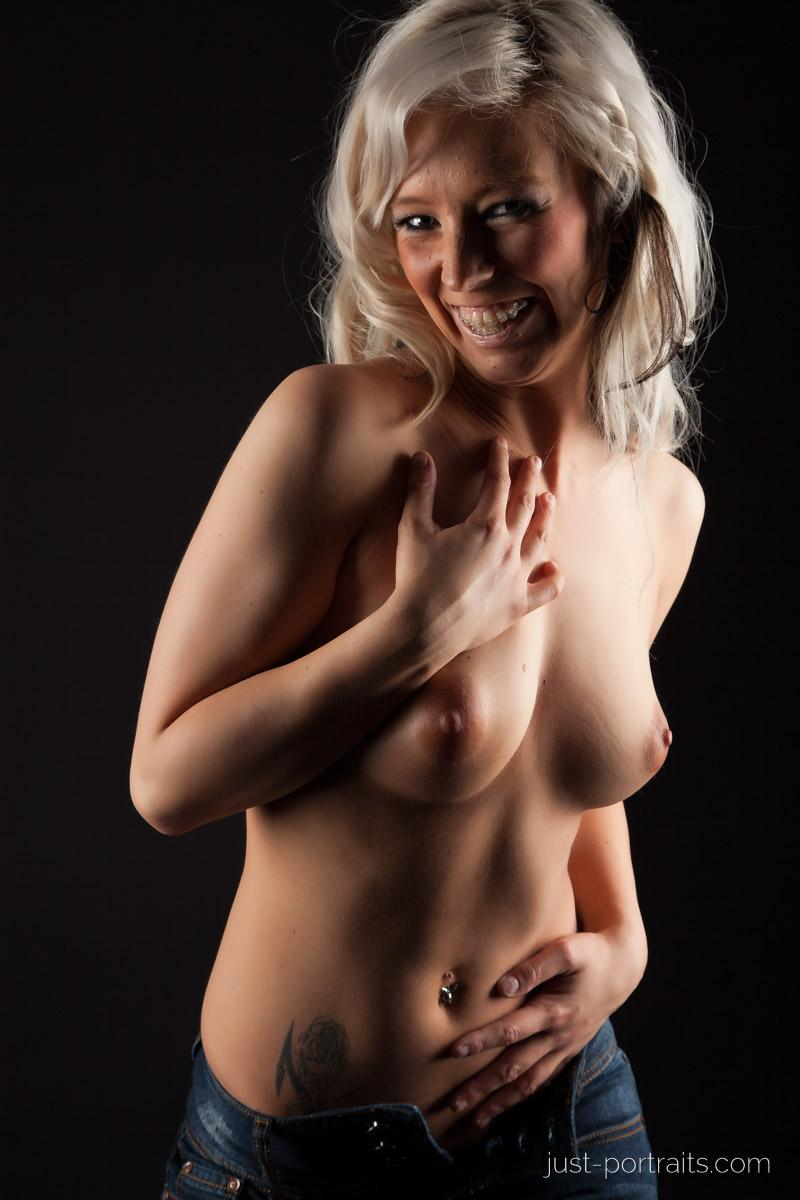 https://www.just-portraits.com/images/galleries/christiane-sc-shooting-nude/120311_0868p.jpg
