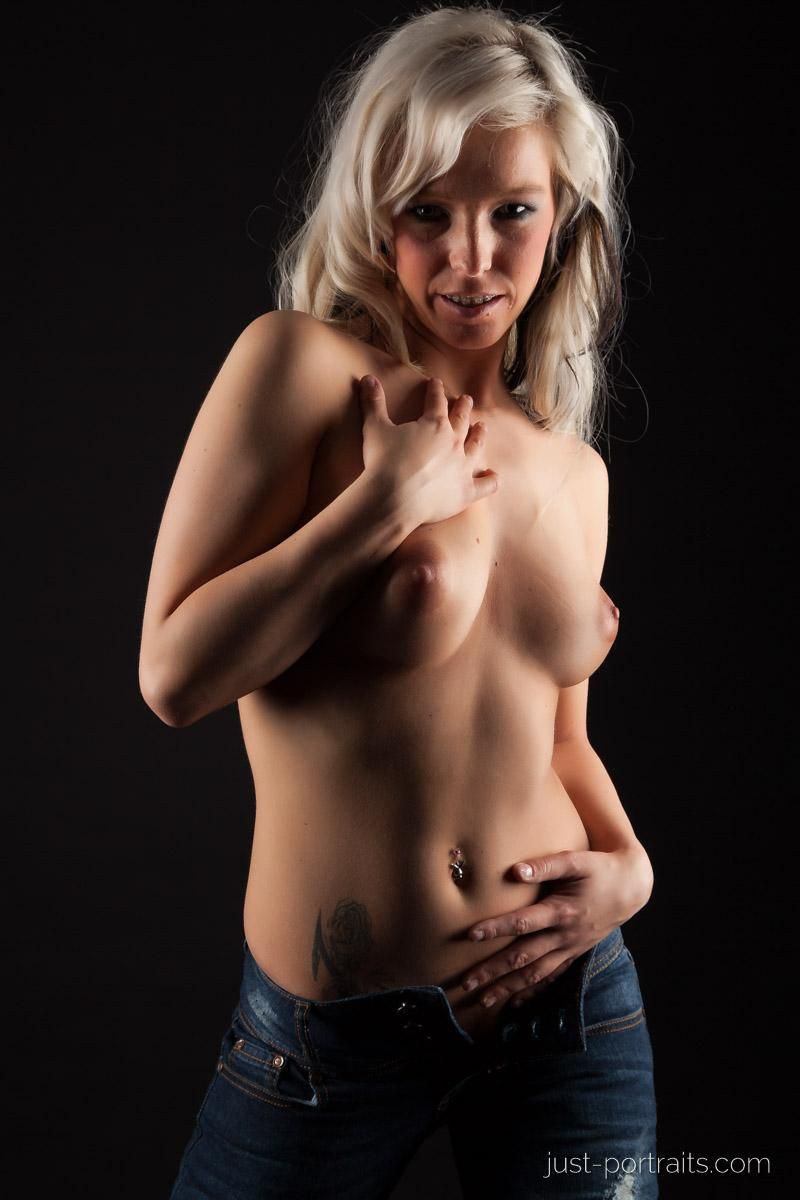 https://www.just-portraits.com/images/galleries/christiane-sc-shooting-nude/120311_0870p.jpg