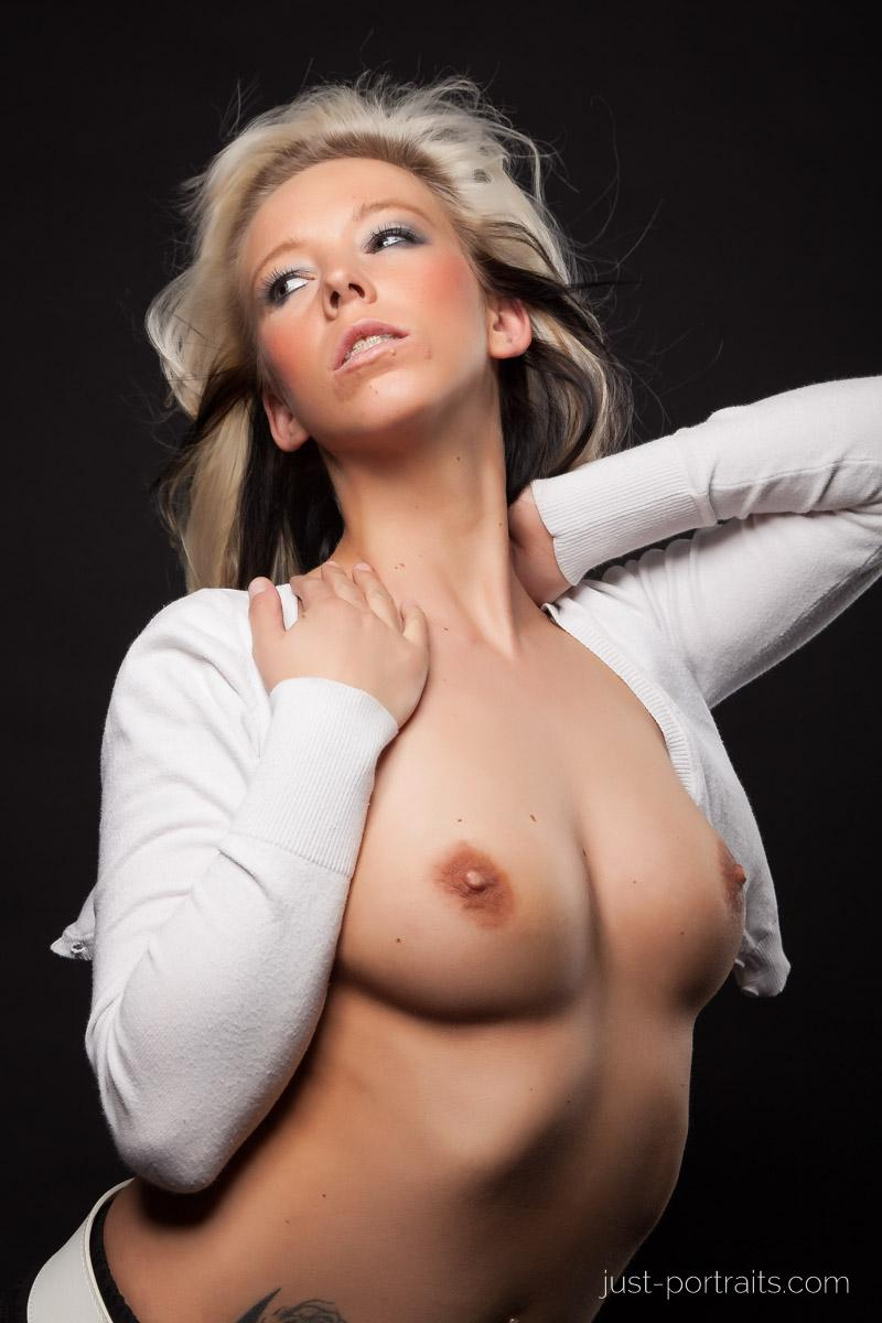 https://www.just-portraits.com/images/galleries/christiane-sc-shooting-nude/120311_0981p.jpg