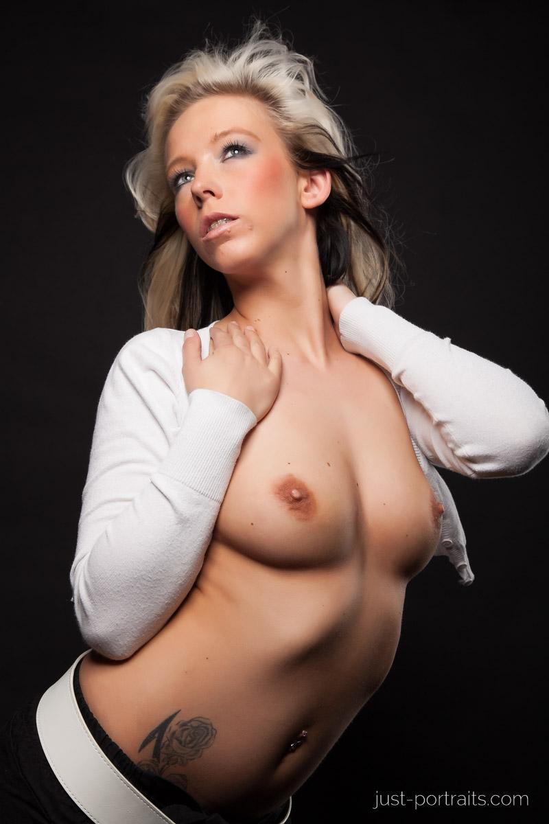 https://www.just-portraits.com/images/galleries/christiane-sc-shooting-nude/120311_0983p.jpg