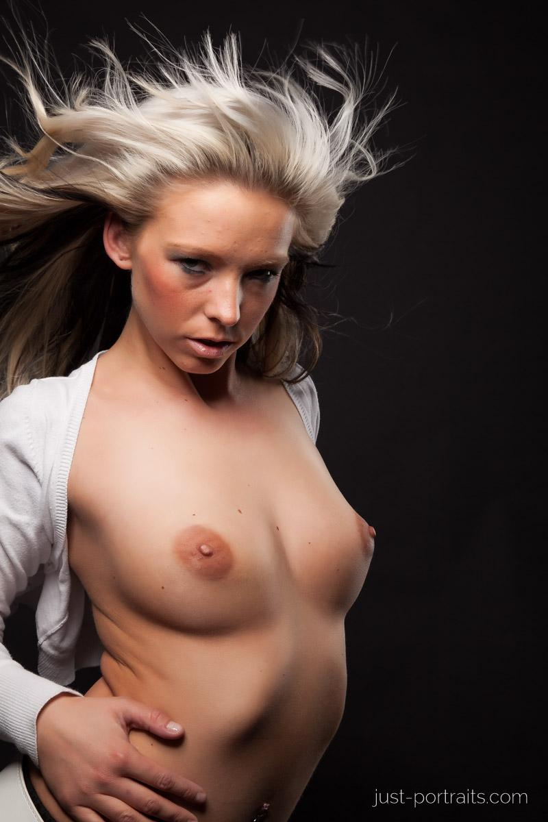 https://www.just-portraits.com/images/galleries/christiane-sc-shooting-nude/120311_1000p.jpg