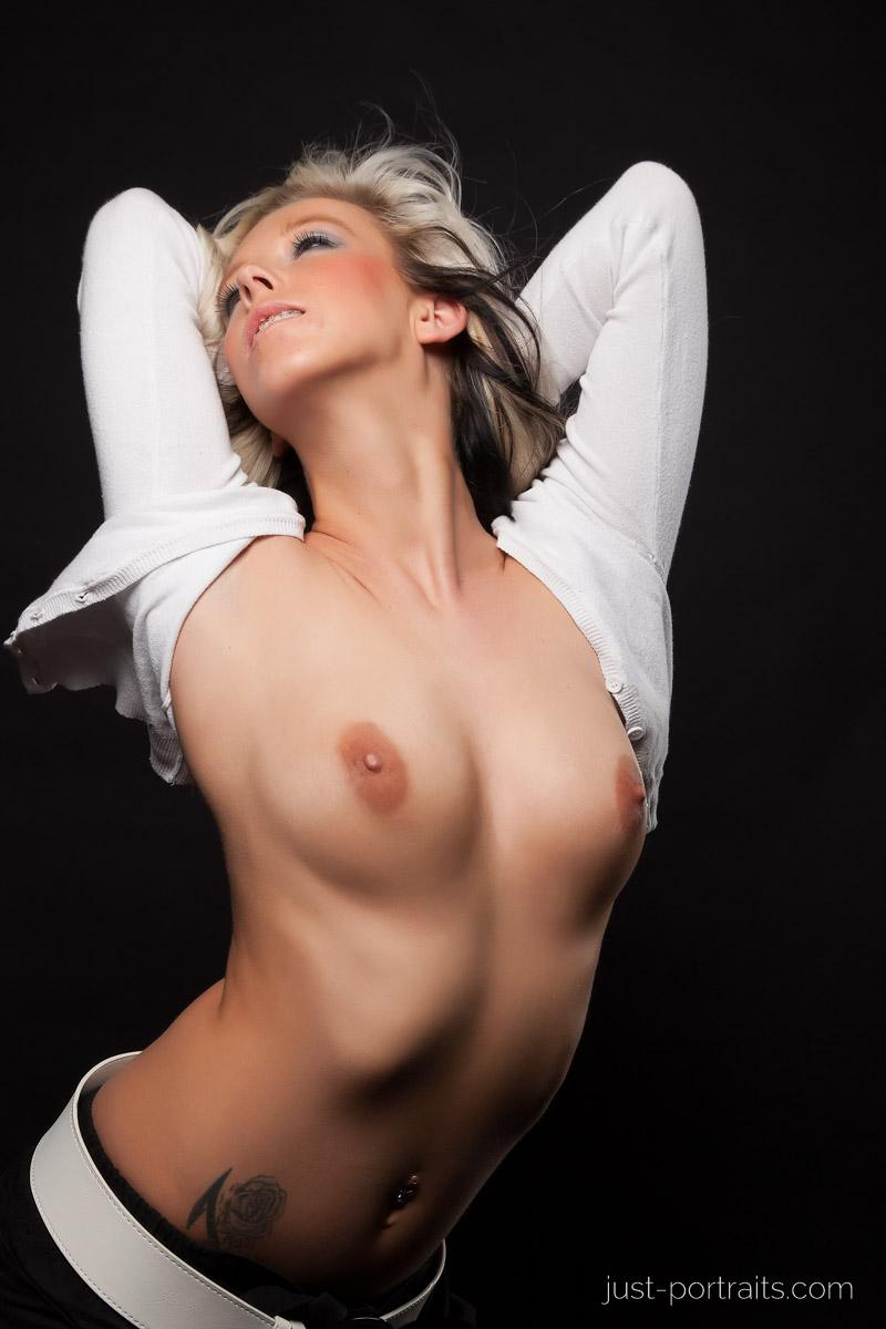 https://www.just-portraits.com/images/galleries/christiane-sc-shooting-nude/120311_1010p.jpg