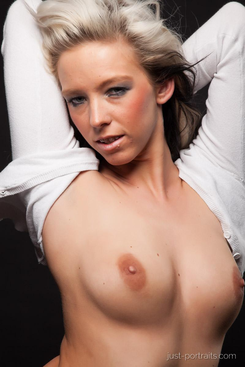 https://www.just-portraits.com/images/galleries/christiane-sc-shooting-nude/120311_1011p.jpg
