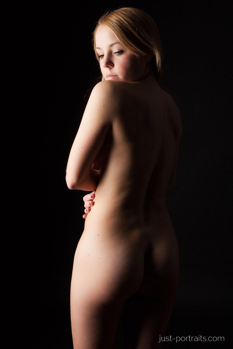 https://www.just-portraits.com/images/galleries/paula-sc-shooting-nude-portraits/130404_0172p.jpg